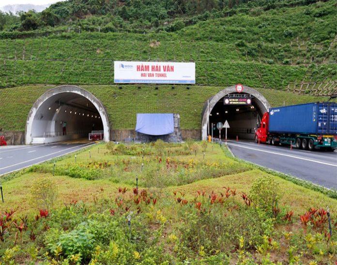 Hầm Hải Vân 2 trước ngày khánh thành