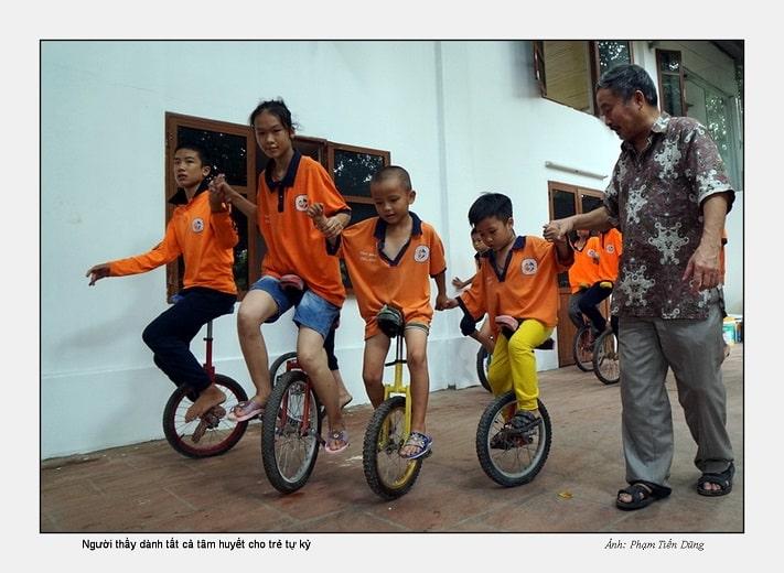 TS. Phan Quốc Việt và các học trò tự kỷ tại Tâm Việt (2)