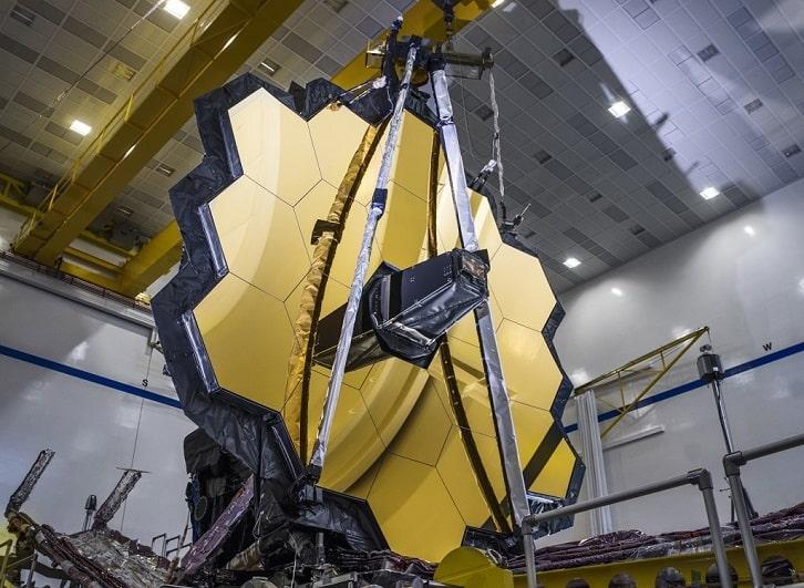 NASA mở các tấm gương của Kính viễn vọng Không gian James Webb trong một lần thử nghiệm. Ảnh: NASA.