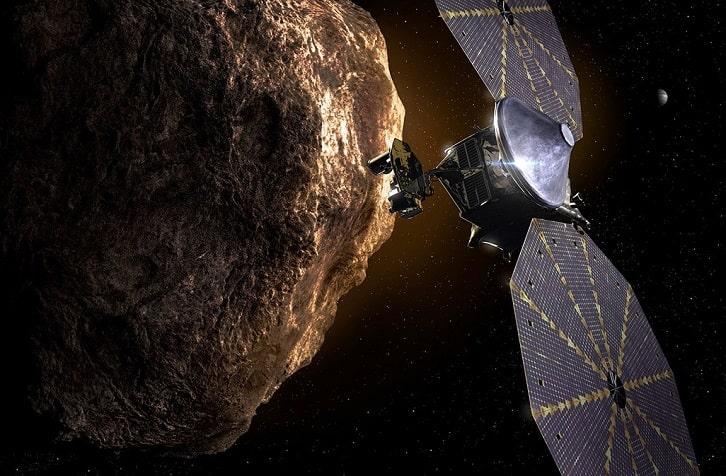 Ấn tượng của một nghệ sĩ về tàu vũ trụ Lucy bay gần một tiểu hành tinh. Ảnh: NASA / JPL-Caltech.