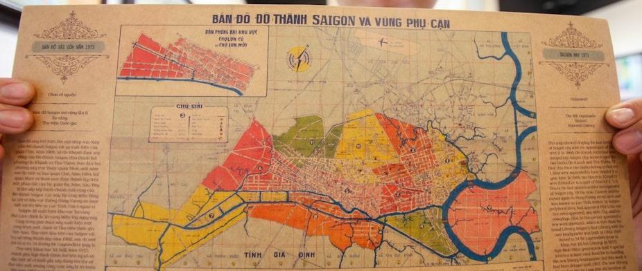 Tấm bản đồ Sài Gòn và các vùng phụ cận năm 1973. Khi ấy, vùng Thủ Thiêm là quận 9, còn quận 7 ở khu vực Bình Tân, quận 6 ngày nay. Cả thành phố có 11 quận, các vùng Thủ Đức, Phú Nhuận, Gò Vấp, Tân Bình... thuộc tỉnh Gia Định. Ảnh:Quỳnh Trần.
