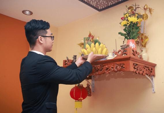 Trong đời sống tâm linh người Việt Nam, thờ cúng tổ tiên, ông bà là một trong những phong tục, nghi thức quan trọng bậc nhất.