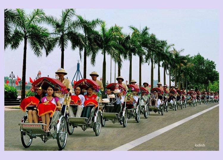 Rượu cùng với Trầu cau không thể thiếu trong đám cưới người Việt (ảnh Đinh Lơ)