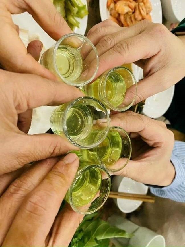 Rượu được giao tiếp thường ngày, phổ biến trong đời sống người Việt (ảnh Internet)