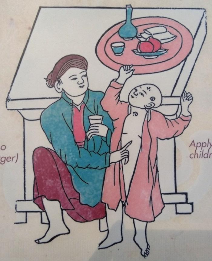 Tục bôi rượu cho trẻ em. Ngày Tết Đoan Ngọ, trẻ em thường được bôi vôi hoặc rượu vào chán, thóp, rốn để trấn an.