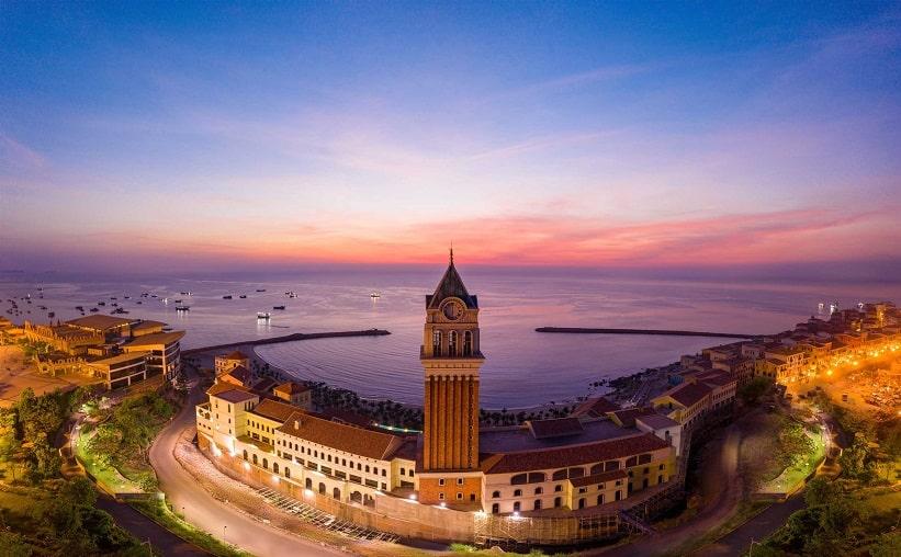 Mới đây nhất, 3 thành phố du lịch nổi tiếng của Việt Nam là Phú Quốc, Hà Nội và TP.HCM đã lọt vào Top 100 điểm đến tuyệt vời nhất thế giới năm 2021 của tờ Time (Mỹ). Danh sách này được chọn theo tiêu chí các thành phố du lịch đẹp, có khả năng phục hồi và đáp ứng tốt giữa Covid-19.