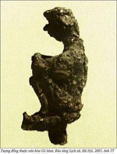 Tượng đồng thuộc Văn hóa Gò Mun